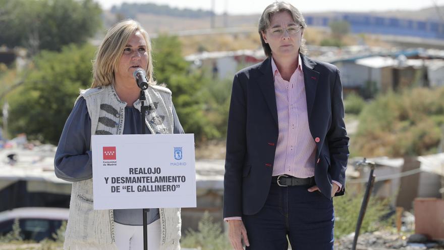 Gonzalo asiste al inicio de los trabajos de desmantelamiento de las infraviviendas del poblado chabolista