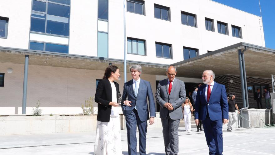 El presidente regional ha avanzado los datos de admisión de centros educativos durante su visita al nuevo instituto público de Las Tablas