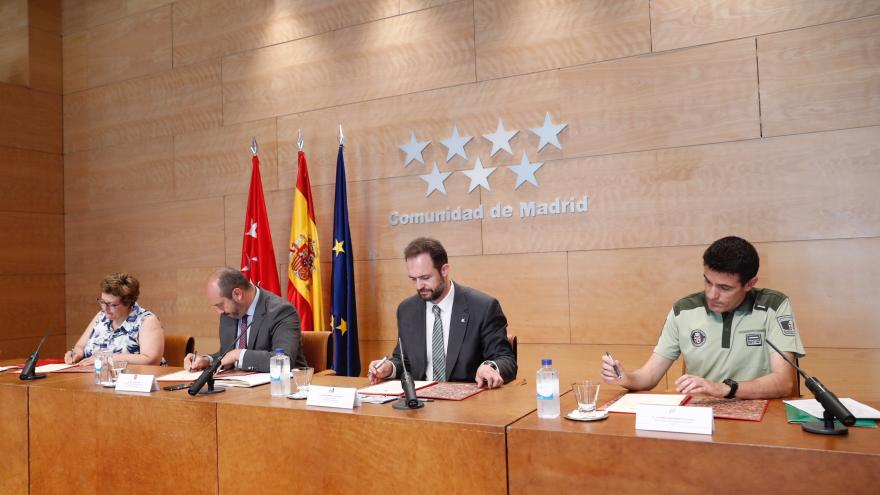 Gobierno y sindicatos firman un convenio que fija las condiciones laborales del colectivo hasta el año 2020
