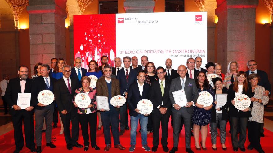 Garrido con los premiados en los III Premios de Gastronomía de la Comunidad de Madrid