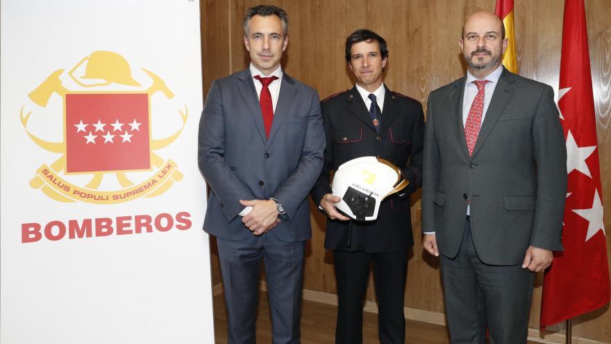 Rollán asiste al relevo en la jefatura de los Bomberos de la Comunidad de Madrid