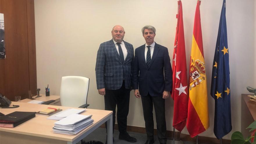 Ángel Garrido reunido con los regidores de Cadalso de los Vidrios y Navalagamella