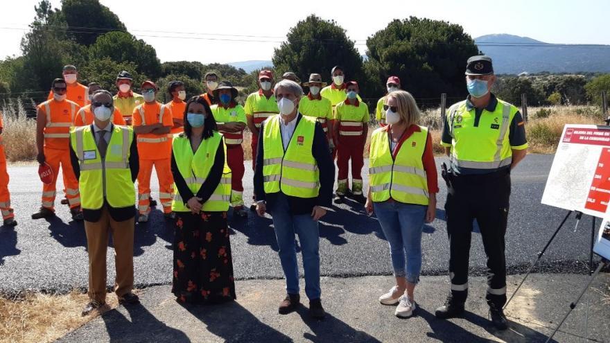 Ángel Garrido durante su visita a las obras de mejora de la carretera M-957
