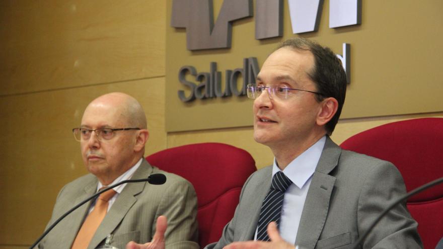 Carlos Sangregorio, Director Gerente del Hospital, y Juan Martínez, Dtor Gral de Salud Pública