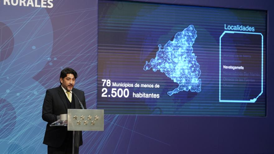 David Pérez hablando desde un atril