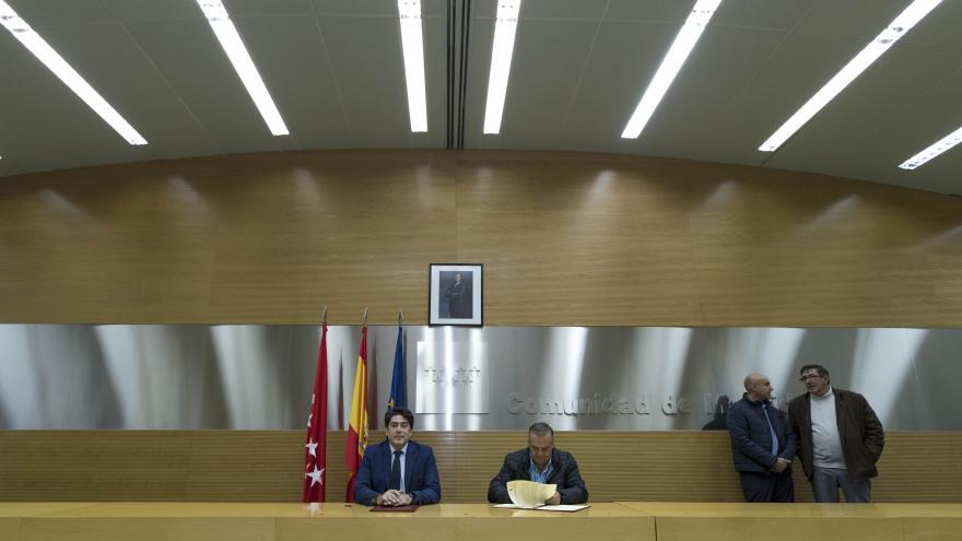 David Pérez suscribe convenios con Berzosa de Lozoya, Horcajo de la Sierra y Puebla de la Sierra