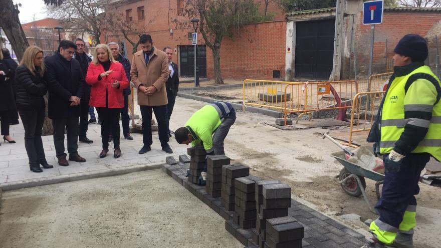 David Pérez ha visitado las obras de la Plaza de la Constitución de Humanes
