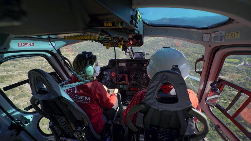 La presidenta en helicóptero sobrevolando la zona