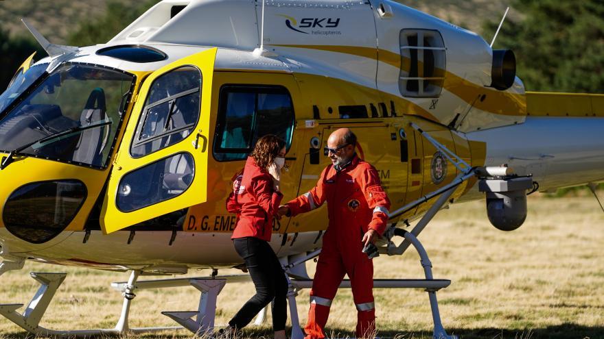 La presidenta bajando de un helicóptero