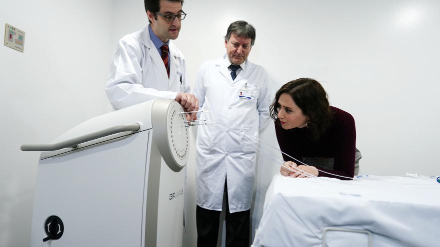 Díaz Ayuso en la Oncología Radioterápica y Radiofísica del Hospital Puerta de Hierro
