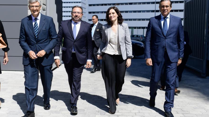Imagen Díaz Ayuso visitando Deloitte en Madrid