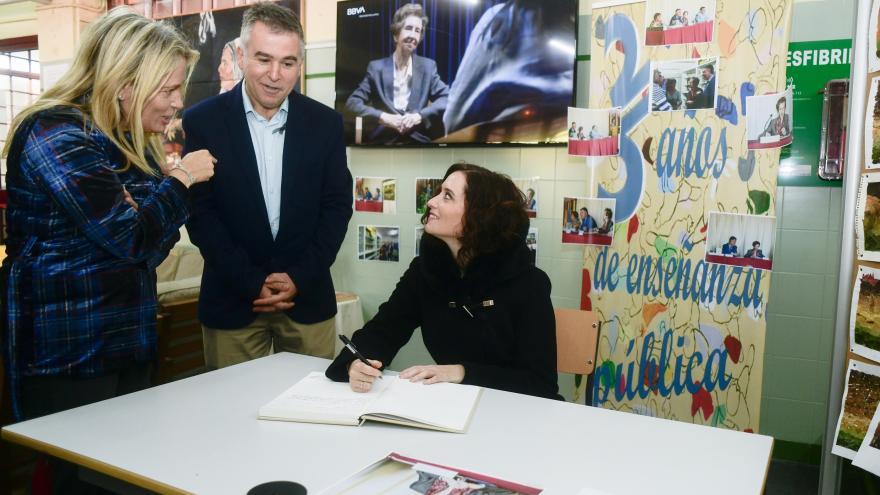 Díaz Ayuso ha asistido al homenaje rendido a la científica por alumnos y profesores en el instituto Margarita Salas