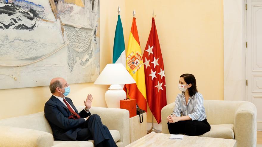 Isabel Díaz Ayuso durante su reunión con el embajador de Italia