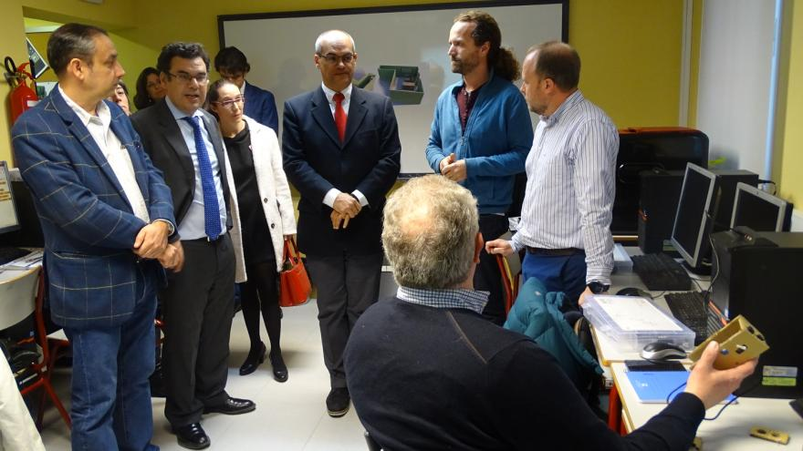 El consejero de Educación e Investigación, Rafael van Grieken, visita el CEPA Sierra Norte, donde se desarrolla el proyecto 'CEPAinnova