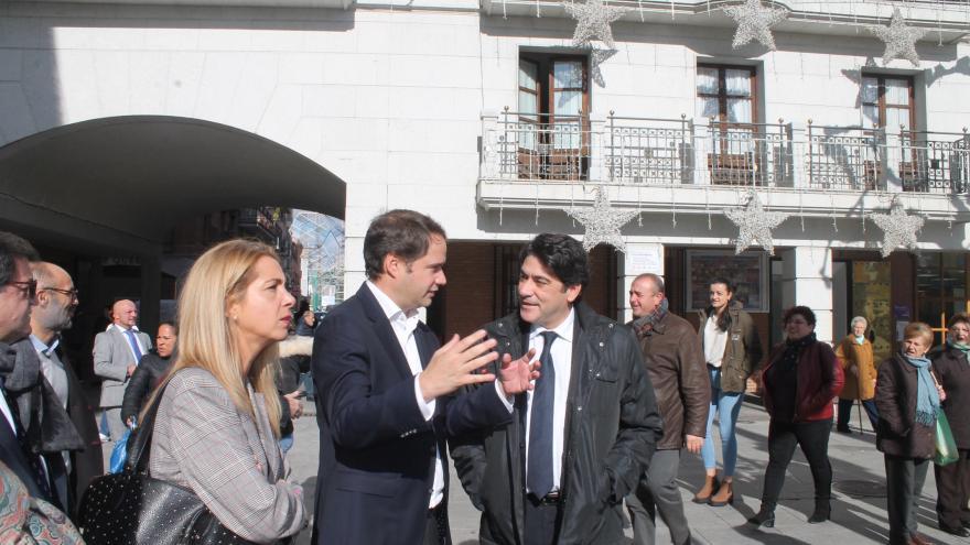 El consejero de vivienda y administración local se reune con los alcaldes de la zona este