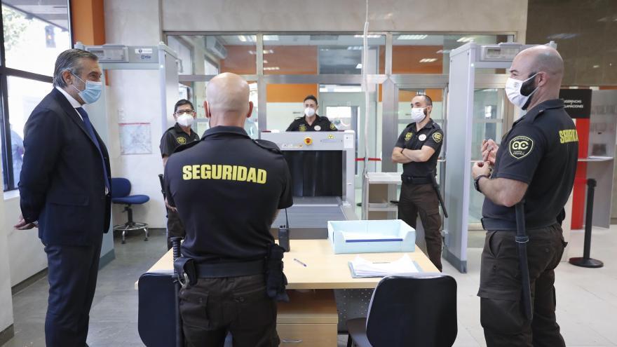 Miembros de seguridad del registro civil