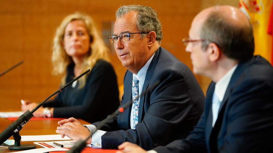 Enrique Ossorio durante la presentación del plan de medidas de seguridad para el próximo curso escolar