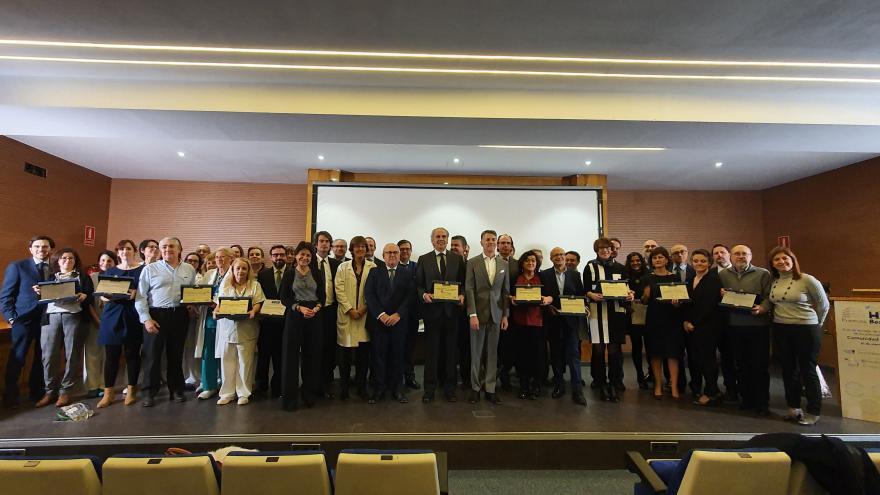 Enrique Ruiz Escudero recibiendo el premio especial 'Best in Class'