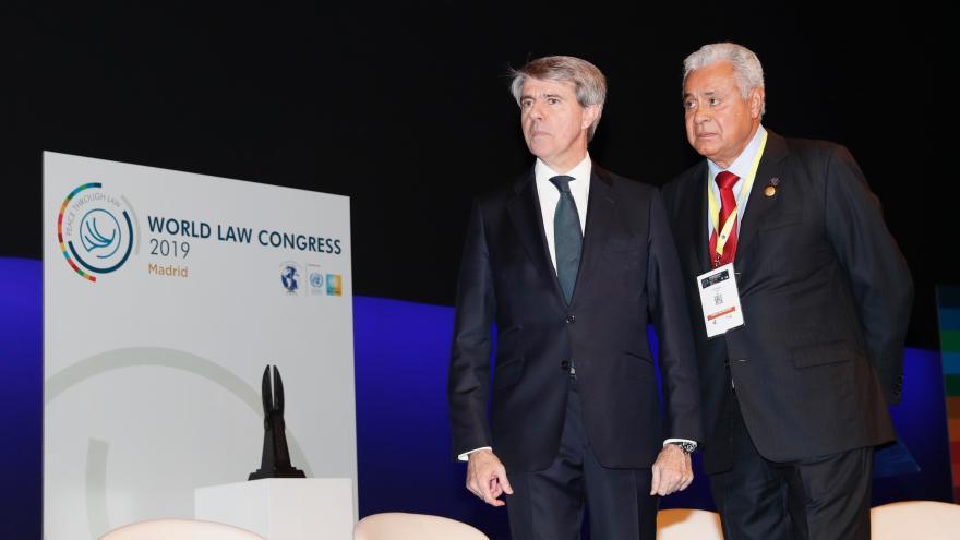 Ángel Garrido, presidente de la Comunidad de Madrid; Franklin Hoet-Linares, presidente Global Saliente de la World Jurist Association