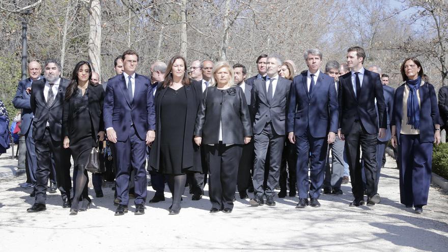 Ángel Garrido junto a diferentes autoridades
