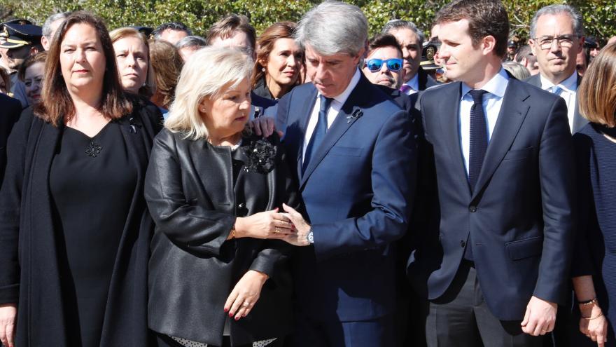 Mayte Araluce, presidenta de la Asociación Víctimas del Terrorismo; Ángeles Pedraza, expresidenta de la AVT; Ángel Garrido,  presidente de la comunidad de Madrid; Pablo Casado, presidente del PP