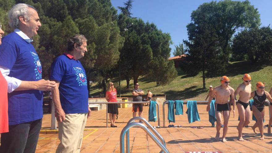 El consejero de Sanidad, Enrique Ruiz Escudero, da la salida a la campaña 'Mojate por la Esclerosis Múltiple 2018'