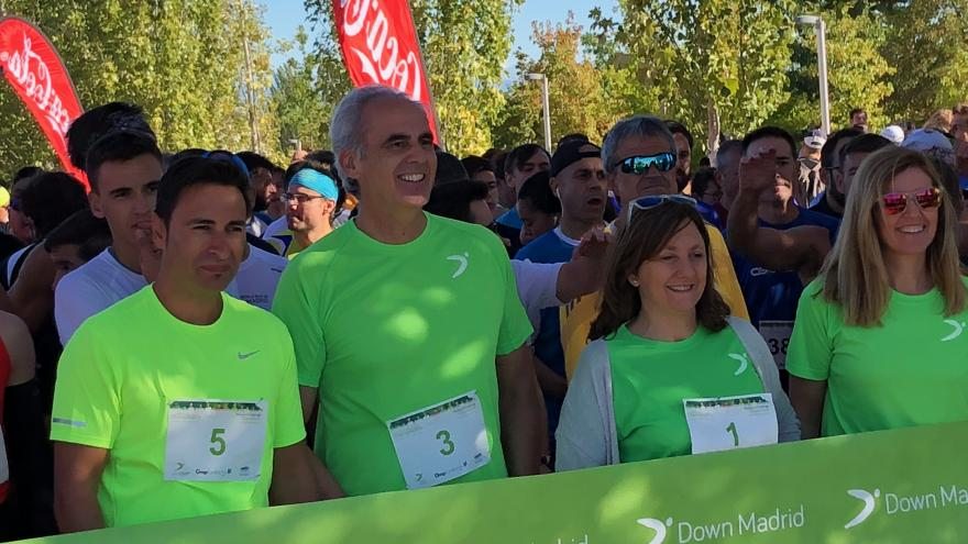 Enrique Ruiz Escudero en la línea de salida de la VIII Carrera Down Madrid