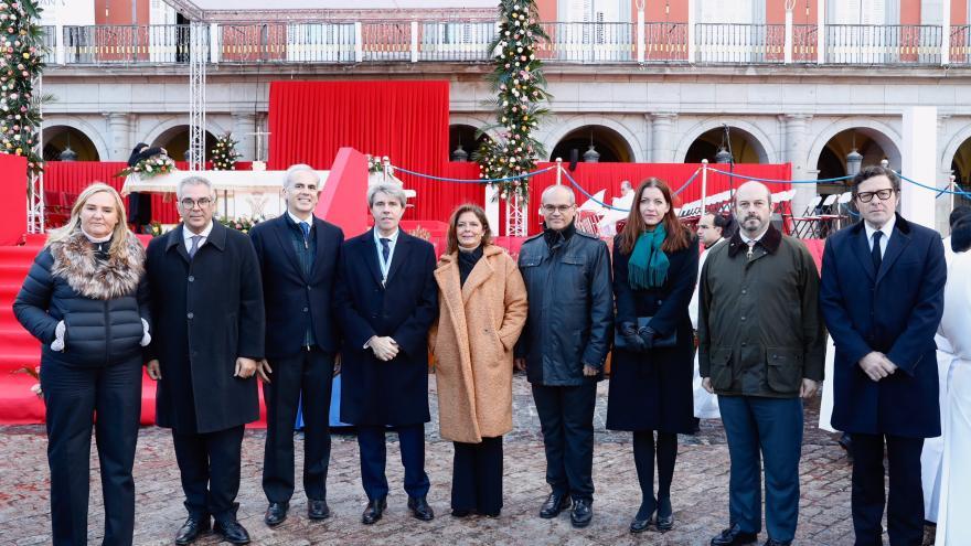 El presidente de la Comunidad, Ángel Garrido, posa junto a miembros de su gobierno
