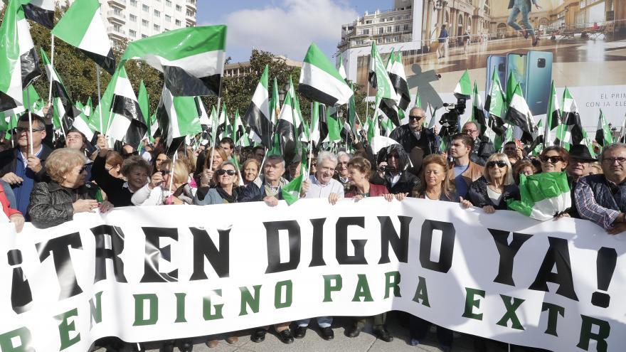 Cabecera de la concentración en defensa de un tren digno a Extremadura