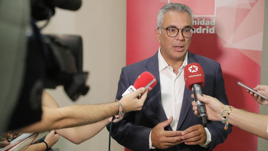 Carlos Izquierdo responde a los periodistas