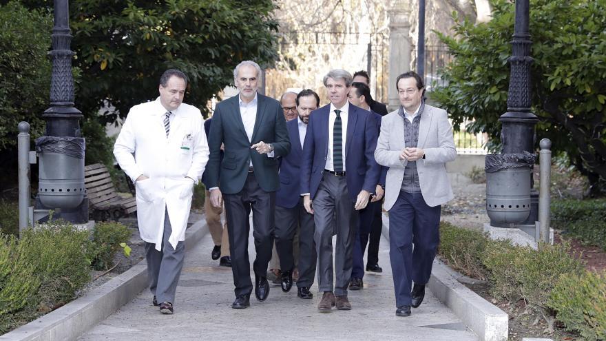 Ángel Garrido, con el consejero y viceconsejero de Sanidad y el gerente del Hospital Niño Jesús