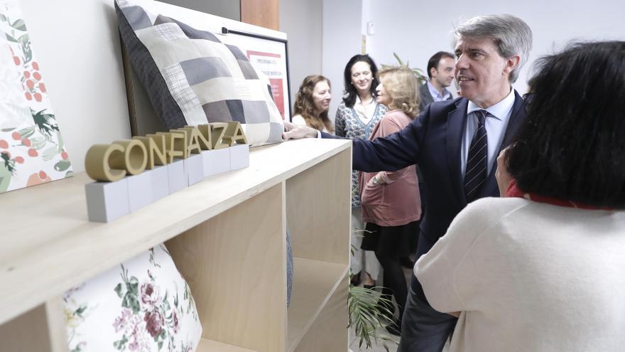 El presidente de la Comunidad de Madrid, Ángel Garrido, en la empresa de inserción con más puestos de trabajo de la región y que integra a mujeres en riesgo de exclusión social