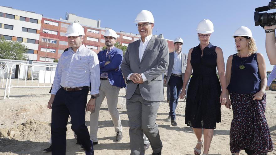 Van Grieken durante su visita a las obras del nuevo colegio