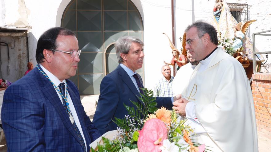 Ángel Garrido, presidente de la Comunidad de Madrid, y Jesús Candela, portavoz del grupo municipal de Villa de Vallecas