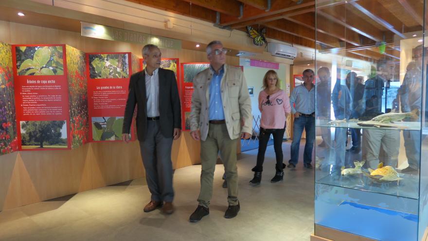 El consejero de Medio Ambiente y Ordenación del Territorio, Carlos Izquierdo, visitando el Centro de Educación Ambiental El Campillo, situado en Rivas-Vaciamadrid.