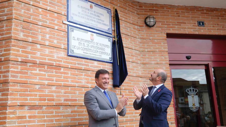 Pedro Rollán descubre la placa con motivo del 40º aniversario de la Constitución