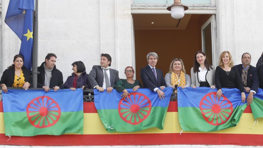 El presidente de la Comunidad de Madrid, Ángel Garrido, conmemorando el Día Internacional del Pueblo Gitano