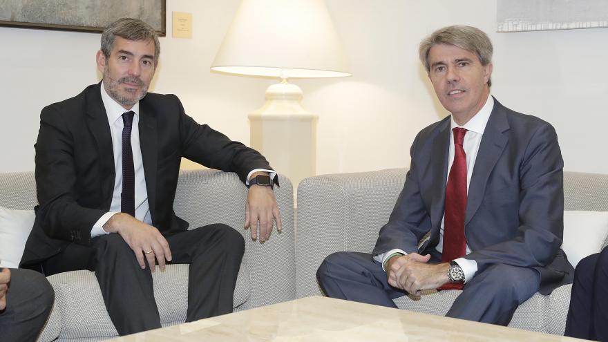 (De izquierda a derecha): El presidente del Gobierno de Canarias, Fernando Clavijo, y el presidente de la Comunidad de Madrid, Ángel Garrido.