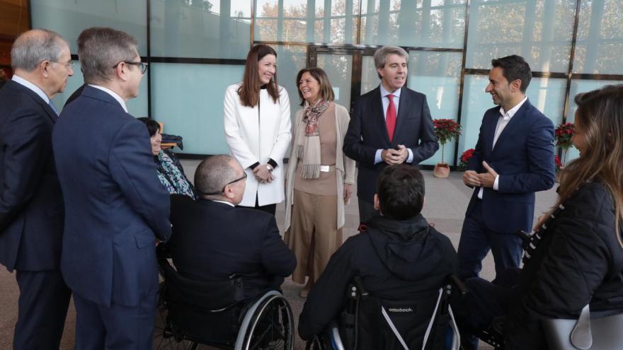 Angel Garrido y la consejera durante la visita