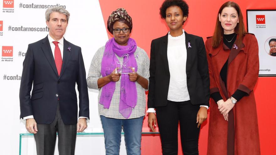 La Comunidad entrega los I Reconocimientos contra la violencia de género que homenajean el compromiso ante esta lacra