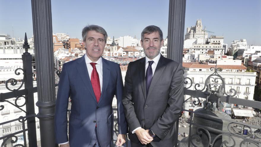 De izquierda a derecha): El presidente de la Comunidad de Madrid, Ángel Garrido; el presidente del Gobierno de Canarias, Fernando Clavijo.