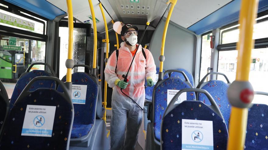 Ignacio Aguado comprobando las actuaciones de seguridad en el transporte