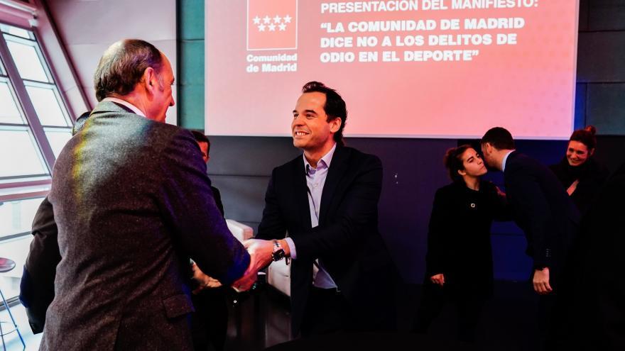 """Ignacio Aguado durante la firma del manifiesto """"Comunidad de Madrid dice NO a la Violencia en el Deporte"""""""