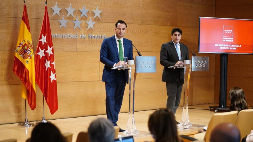 Ignacio Aguado y David Pérez tras Consejo de Gobierno