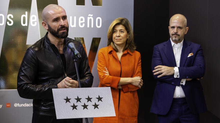 Jaime de los Santos durante la exposición Man Ray