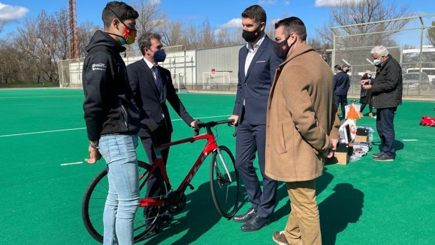 La Comunidad de Madrid entrega nuevo material deportivo a 27 federaciones para sus centros y programas