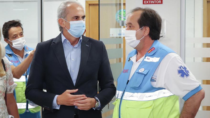 Enrique Ruiz Escudero visita la sede del SUMMA 112
