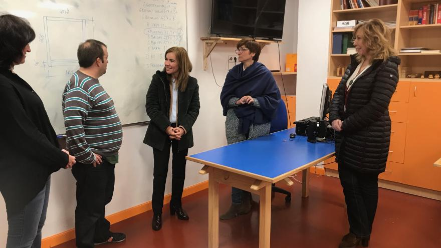 Visita Miriam Rabaneda al taller Iroko de la Asociación La Kalle