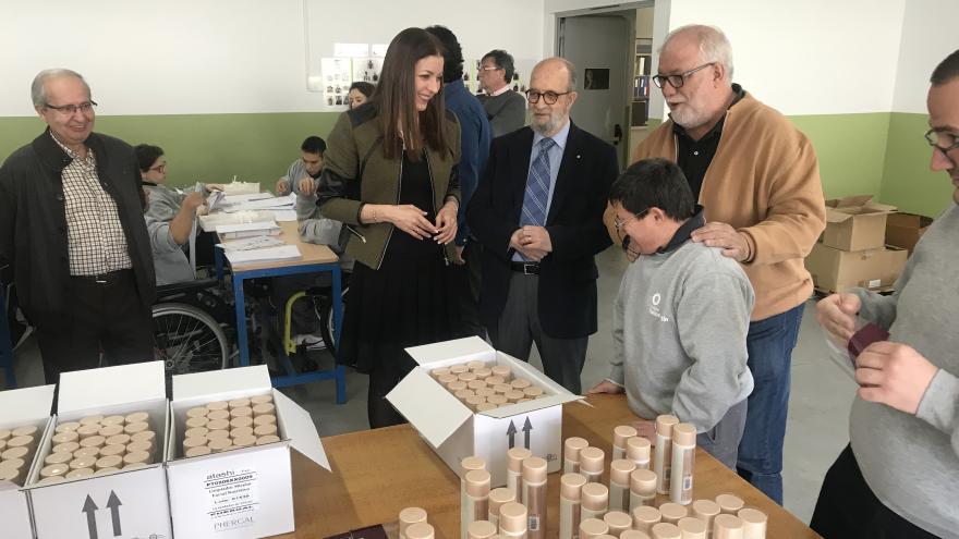 La consejera de Política Social y Familia, Lola Moreno, visita las instalaciones del nuevo modelo de Centro Ocupacional en la Fundación Carlos Martín