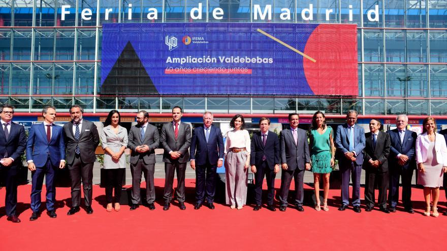 Foto de grupo en la puerta de IFEMA